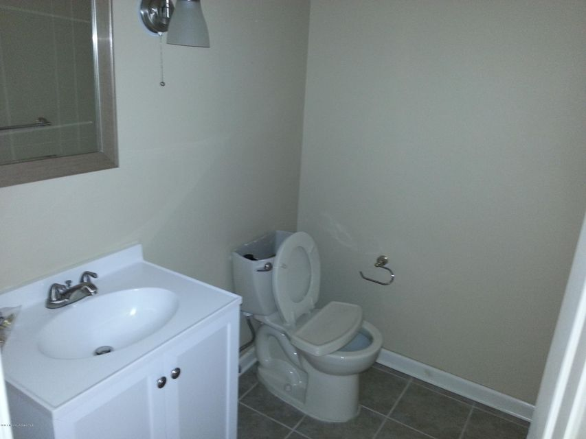 Additional photo for property listing at 9 Alameda Court  Eatontown, New Jersey 07724 United States