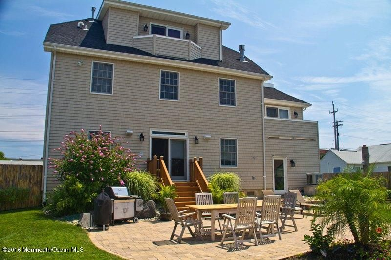 Additional photo for property listing at 11 Garden Way  Sea Bright, New Jersey 07760 United States