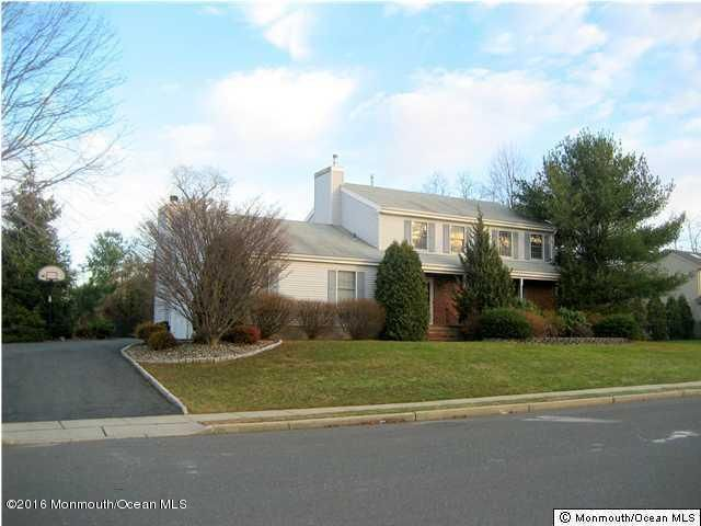 Maison unifamiliale pour l Vente à 15 Kastor Lane West Long Branch, New Jersey 07764 États-Unis