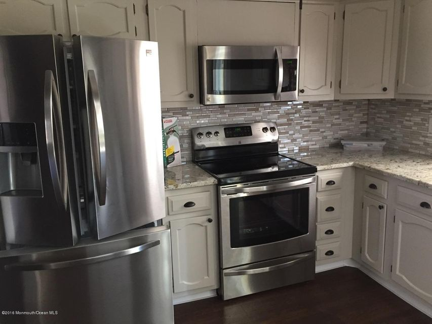 Additional photo for property listing at 4 Monmouth Lane  Whiting, Nueva Jersey 08759 Estados Unidos
