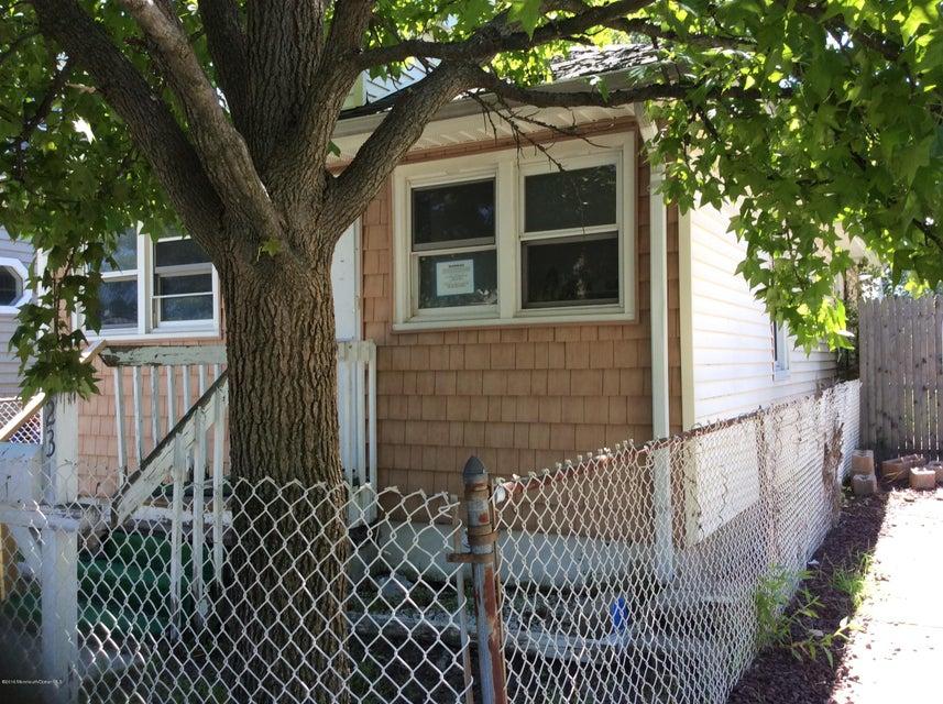 Casa Unifamiliar por un Venta en 23 Forest Avenue Keansburg, Nueva Jersey 07734 Estados Unidos