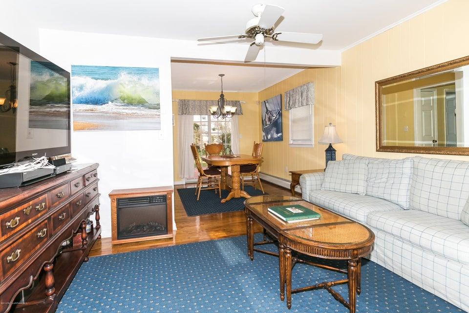 Additional photo for property listing at 552 Brighton Avenue  斯普林莱克海茨, 新泽西州 07762 美国