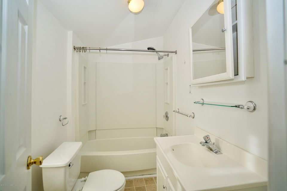 Additional photo for property listing at 14 End Avenue  米德尔敦, 新泽西州 07748 美国
