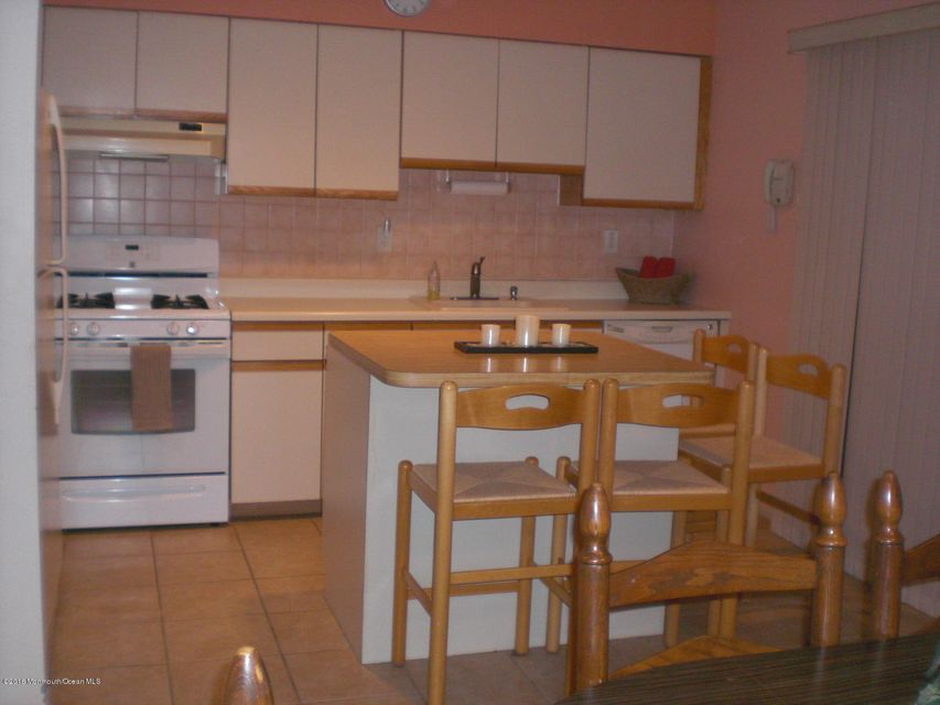 Additional photo for property listing at 12 Sierra Court  塞尔维尔, 新泽西州 08872 美国