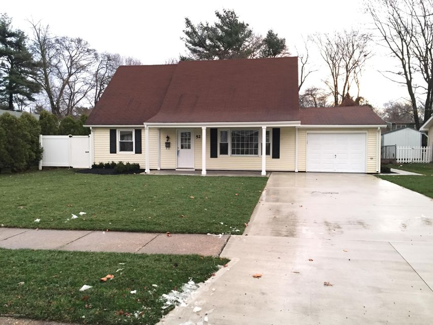 Additional photo for property listing at 52 Andover Lane  Aberdeen, New Jersey 07747 États-Unis