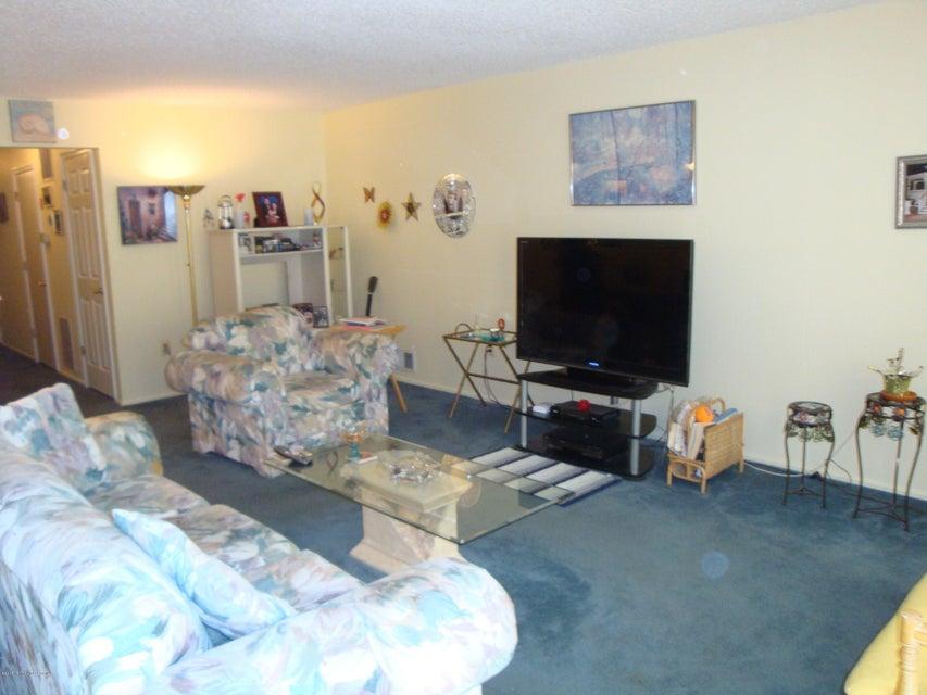 Additional photo for property listing at 110 Secretariat Court  Tinton Falls, Nueva Jersey 07724 Estados Unidos