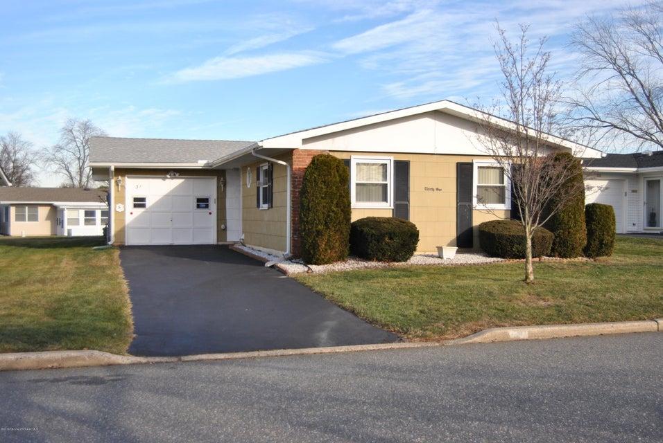 Maison unifamiliale pour l à louer à 31 Dekker Court Brick, New Jersey 08724 États-Unis
