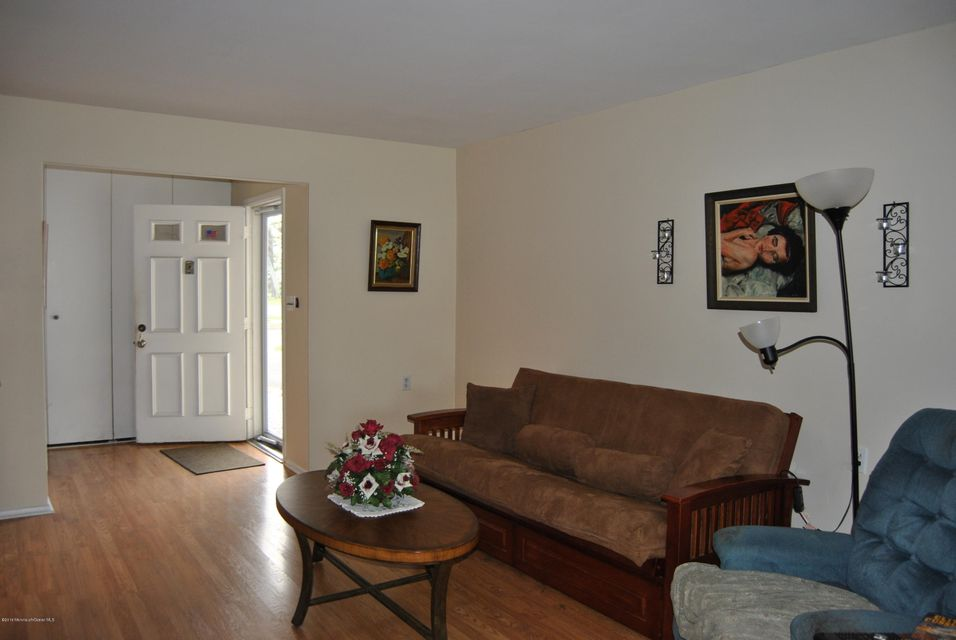 Additional photo for property listing at 38 Clay Circle  Brick, New Jersey 08724 États-Unis