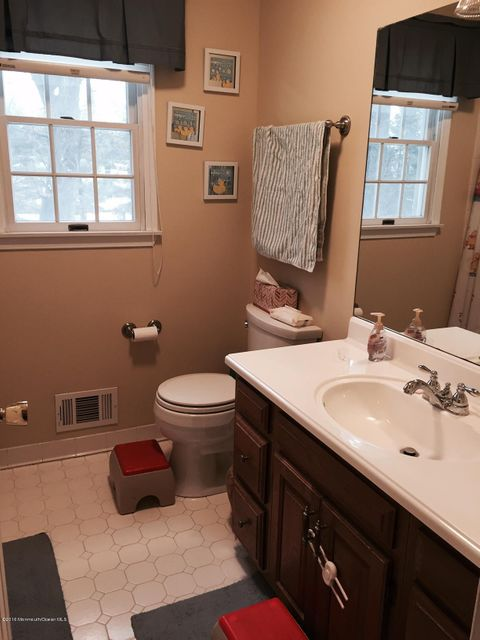 Additional photo for property listing at 45 Applebey Street  Eatontown, New Jersey 07724 États-Unis
