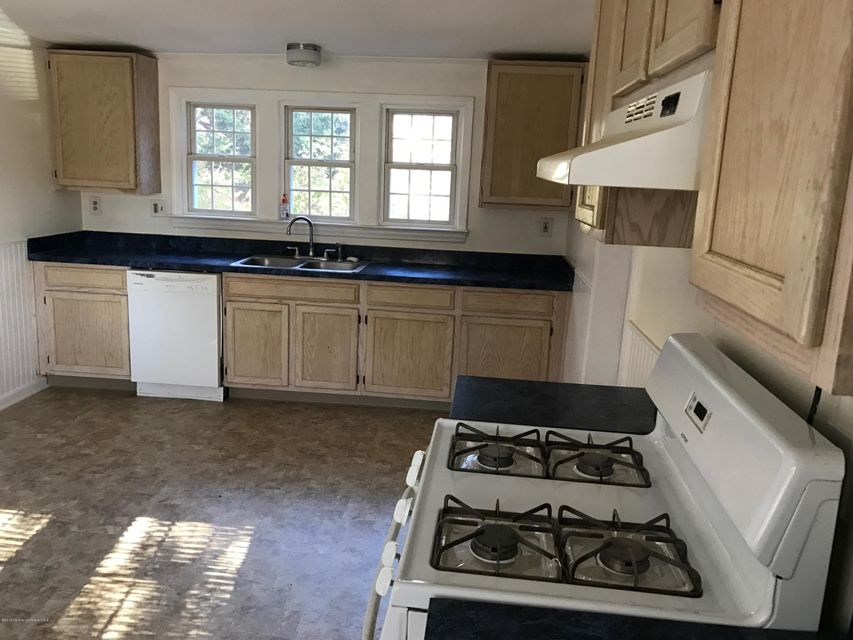 Additional photo for property listing at 1033 Hope Road  Tinton Falls, New Jersey 07712 États-Unis