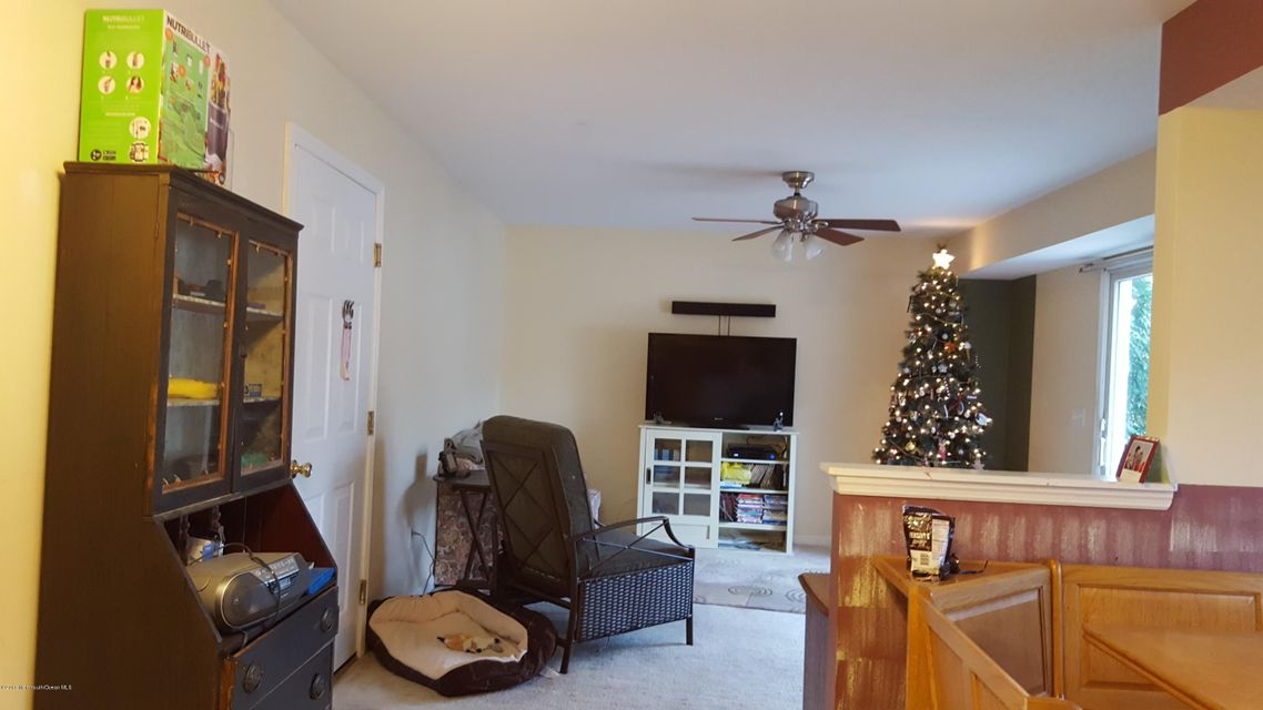 Additional photo for property listing at 517 Montgomery Avenue 517 Montgomery Avenue Toms River, Nueva Jersey 08757 Estados Unidos