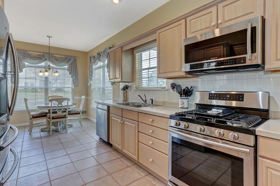 Additional photo for property listing at 51 Freesia Court  Holmdel, New Jersey 07733 États-Unis