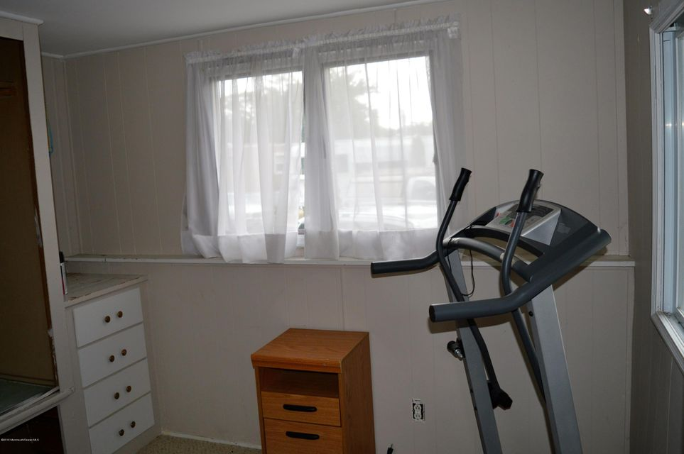 Additional photo for property listing at 12 Avenue B  Hazlet, New Jersey 07734 États-Unis