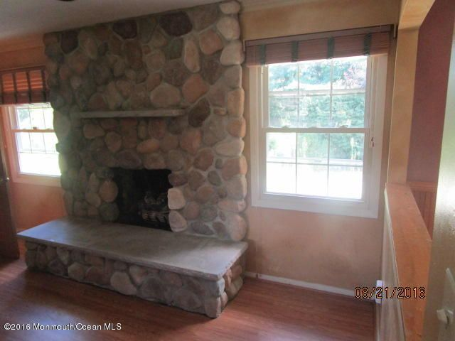 Additional photo for property listing at 4 Brandon Road  Marlboro, New Jersey 07746 États-Unis