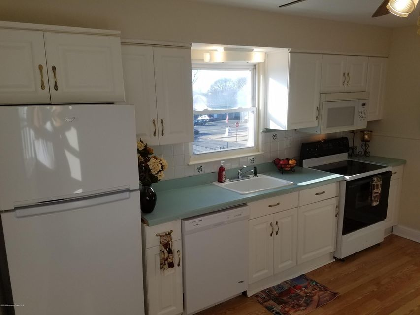 Additional photo for property listing at 8 Washington Avenue  Keansburg, New Jersey 07734 United States