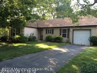 Maison unifamiliale pour l Vente à 182 Morning Glory Lane Whiting, New Jersey 08759 États-Unis