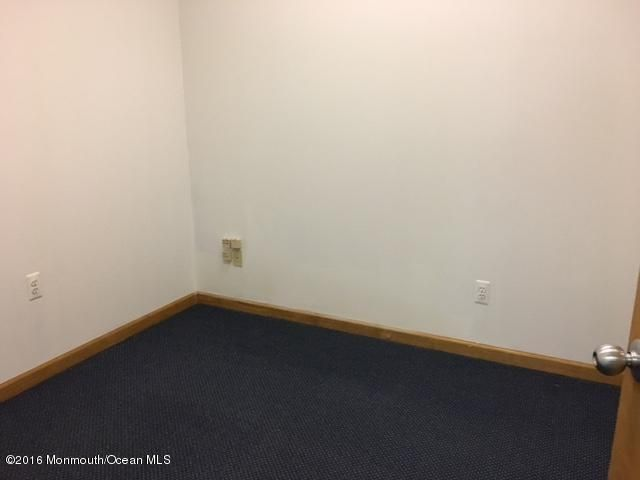 Additional photo for property listing at 167 Route 37 167 Route 37 汤姆斯河, 新泽西州 08755 美国
