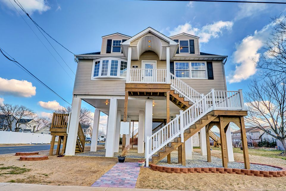 Single Family Home for Sale at 703 Bay Avenue Union Beach, New Jersey 07735 United States
