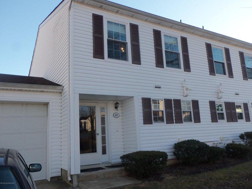 共管式独立产权公寓 为 出租 在 37 Apple Drive 斯普林莱克海茨, 07762 美国