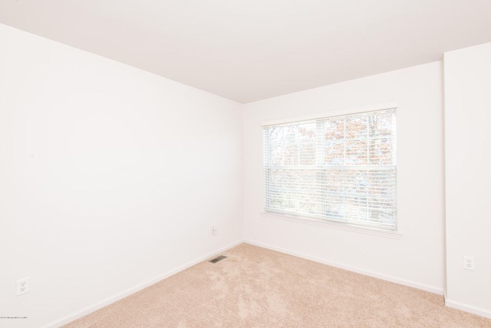 Additional photo for property listing at 22 Saratoga Court  Tinton Falls, New Jersey 07753 États-Unis