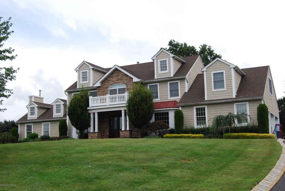 Maison unifamiliale pour l Vente à 18 Yellow Brook Road Holmdel, New Jersey 07733 États-Unis