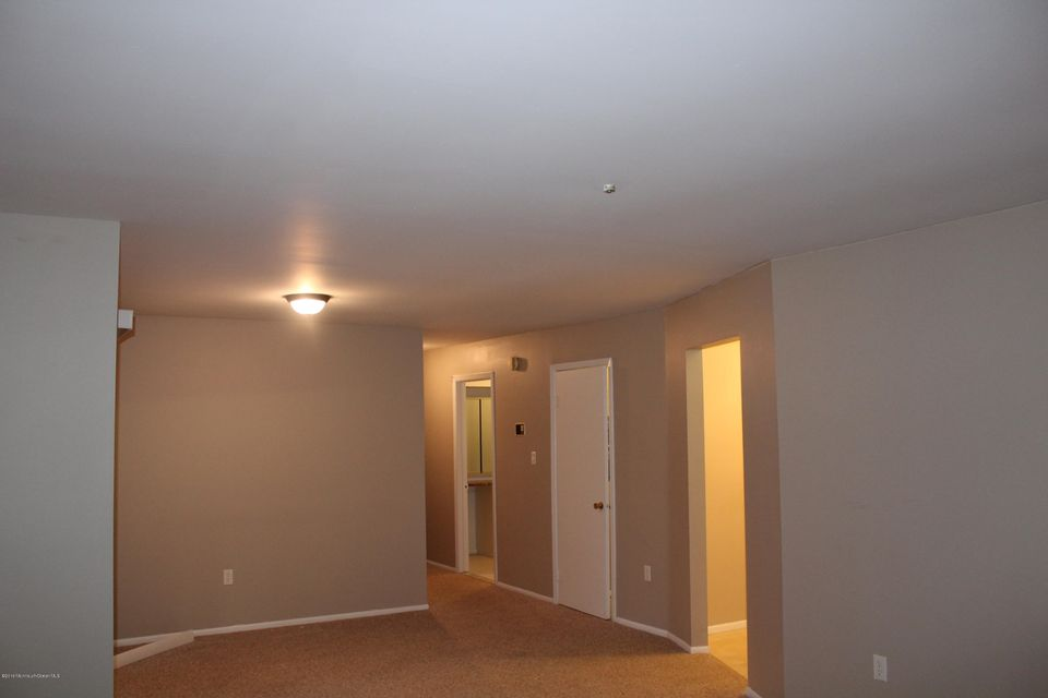 Additional photo for property listing at 30 Meadow Green Circle  Manalapan, New Jersey 07726 États-Unis