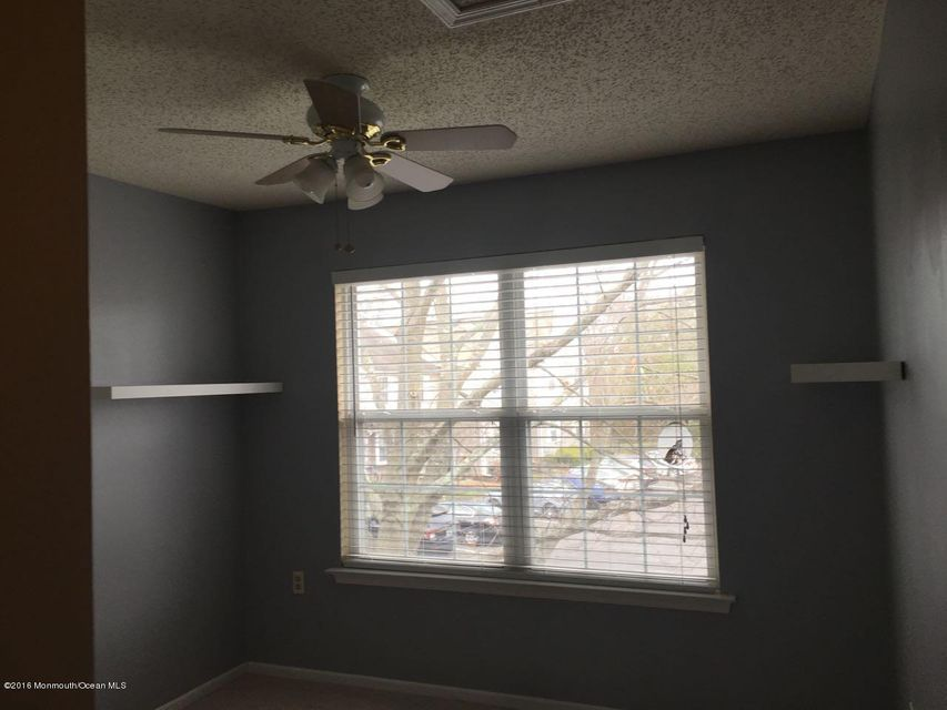 Additional photo for property listing at 1607 Wagon Wheel Court  Freehold, Nueva Jersey 07728 Estados Unidos