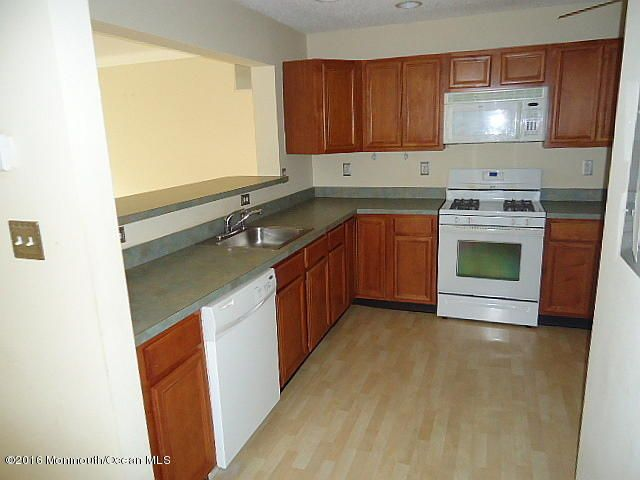 Additional photo for property listing at 96 Watson Court  豪威尔, 新泽西州 07731 美国