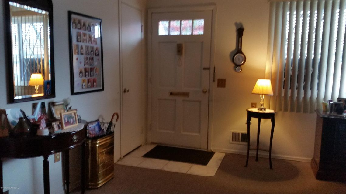 独户住宅 为 销售 在 9 Ohio Court Matawan, 新泽西州 07747 美国