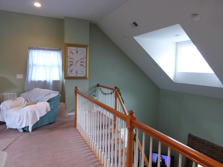 Additional photo for property listing at 718 Fountain Place  尼普顿, 新泽西州 07753 美国