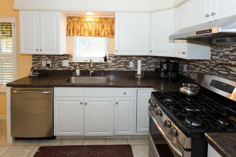 Additional photo for property listing at 80 Skyline Drive  Lakewood, New Jersey 08701 États-Unis