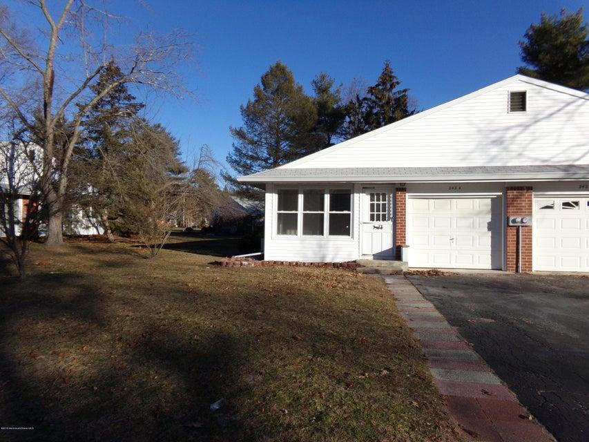 Maison unifamiliale pour l Vente à 242 Columbine Avenue Whiting, New Jersey 08759 États-Unis
