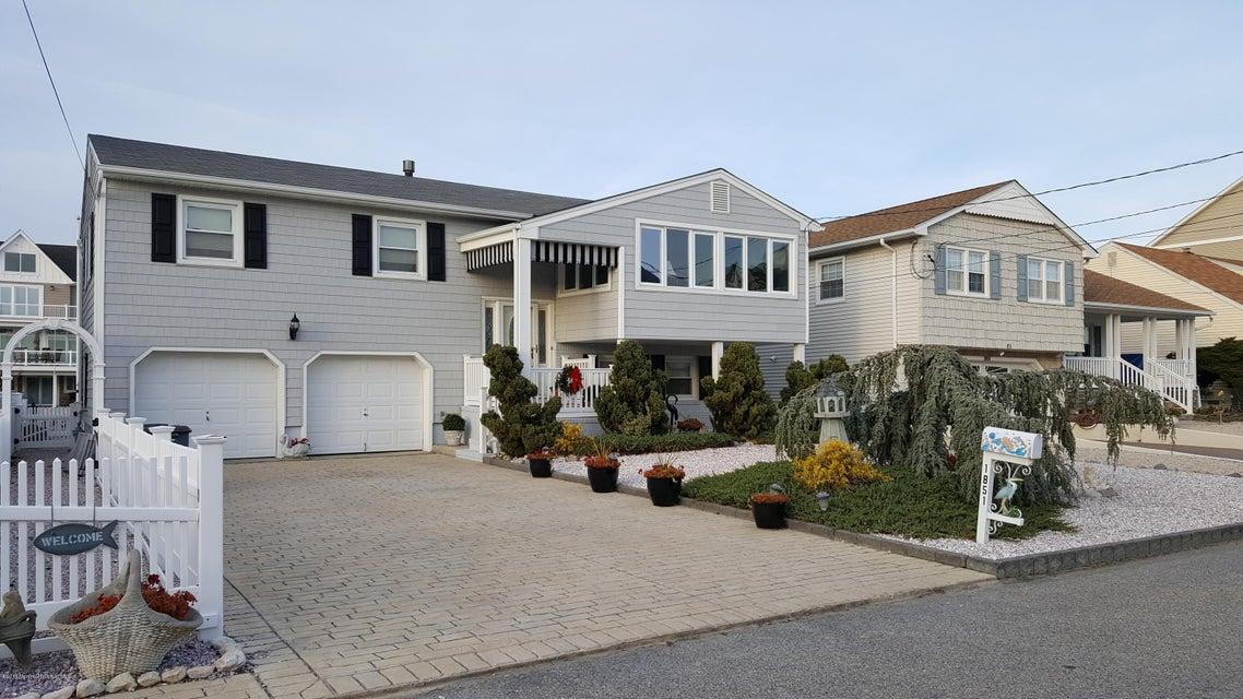 Casa Unifamiliar por un Venta en 1851 Boat Point Drive Point Pleasant, Nueva Jersey 08742 Estados Unidos