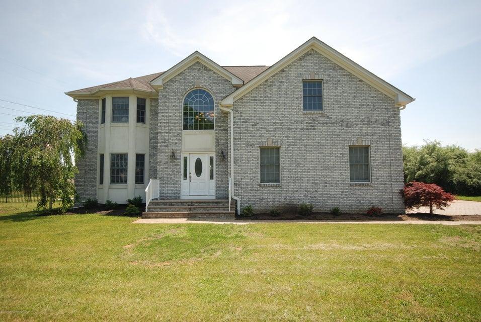 Maison unifamiliale pour l Vente à 17 Carriage Way Millstone, New Jersey 08510 États-Unis