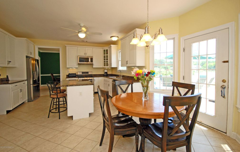 Additional photo for property listing at 17 Carriage Way  Millstone, New Jersey 08510 États-Unis