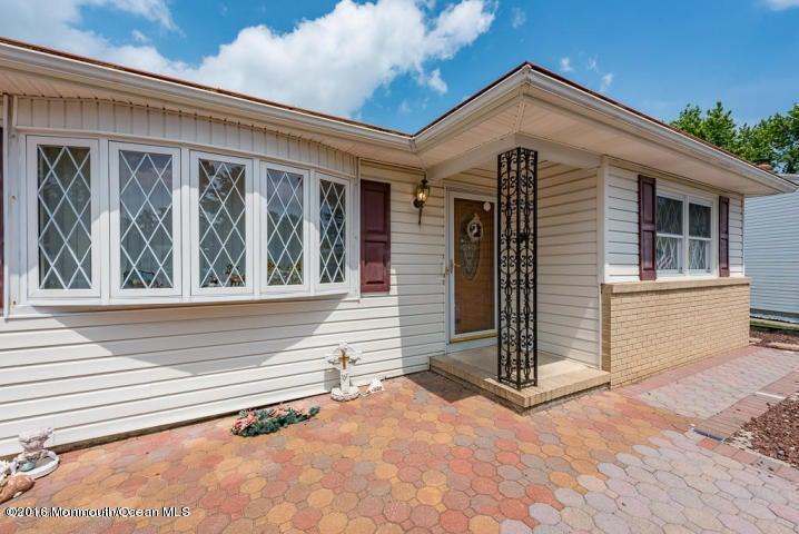 Maison unifamiliale pour l Vente à 117 Edgewater Court Toms River, New Jersey 08757 États-Unis
