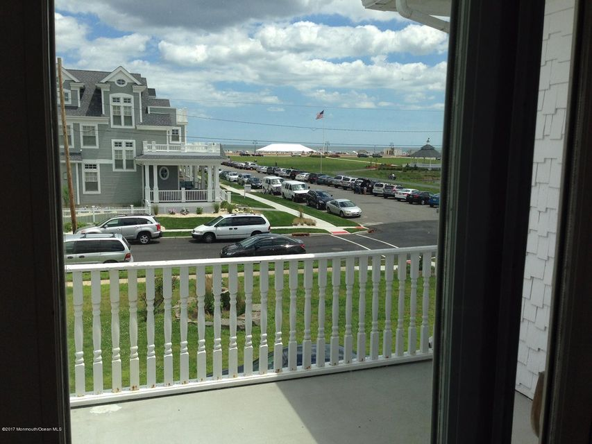 Additional photo for property listing at 200 5th Avenue  Belmar, New Jersey 07719 États-Unis