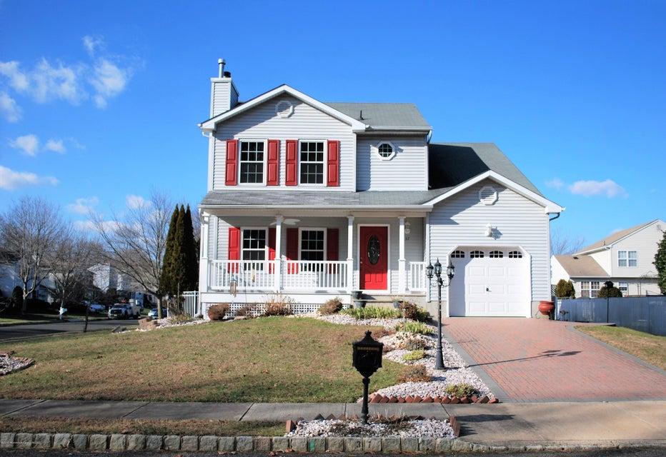 Maison unifamiliale pour l Vente à 37 Sun Hollow Road Howell, New Jersey 07731 États-Unis