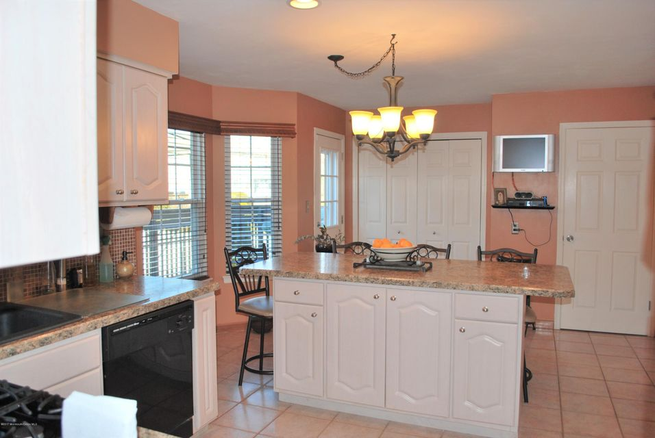 Additional photo for property listing at 37 Sun Hollow Road  Howell, New Jersey 07731 États-Unis
