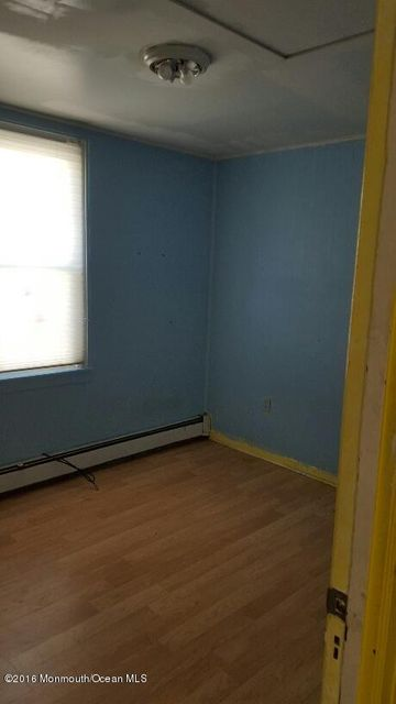 Additional photo for property listing at 126 Bay Avenue  Island Heights, New Jersey 08732 États-Unis