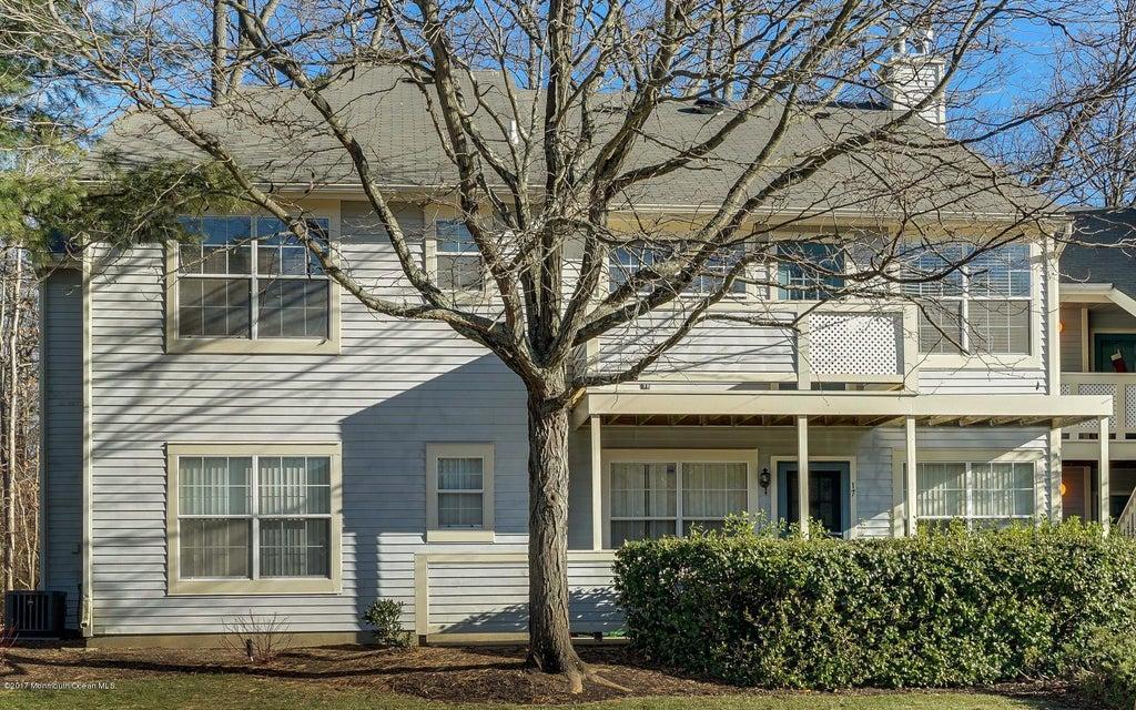 共管式独立产权公寓 为 销售 在 18 Chinkaberry Court 豪威尔, 新泽西州 07731 美国