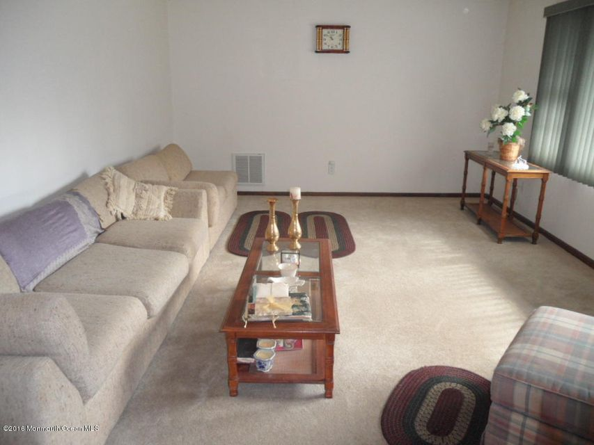 Additional photo for property listing at 11 Roosevelt Avenue  Hazlet, New Jersey 07730 États-Unis