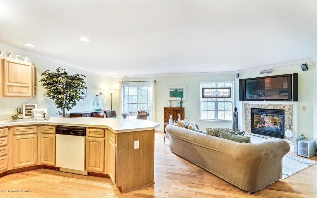 Appartement en copropriété pour l Vente à 250 Frankfort Avenue Neptune, New Jersey 07753 États-Unis