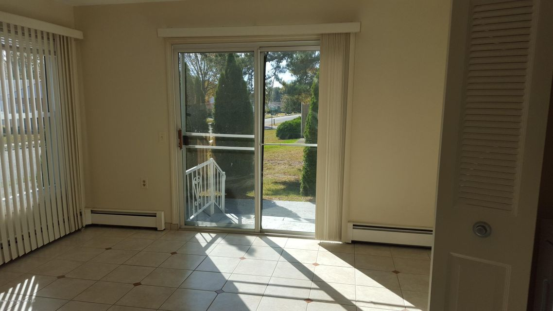 Additional photo for property listing at 2 Brisbane Court  Toms River, New Jersey 08757 États-Unis