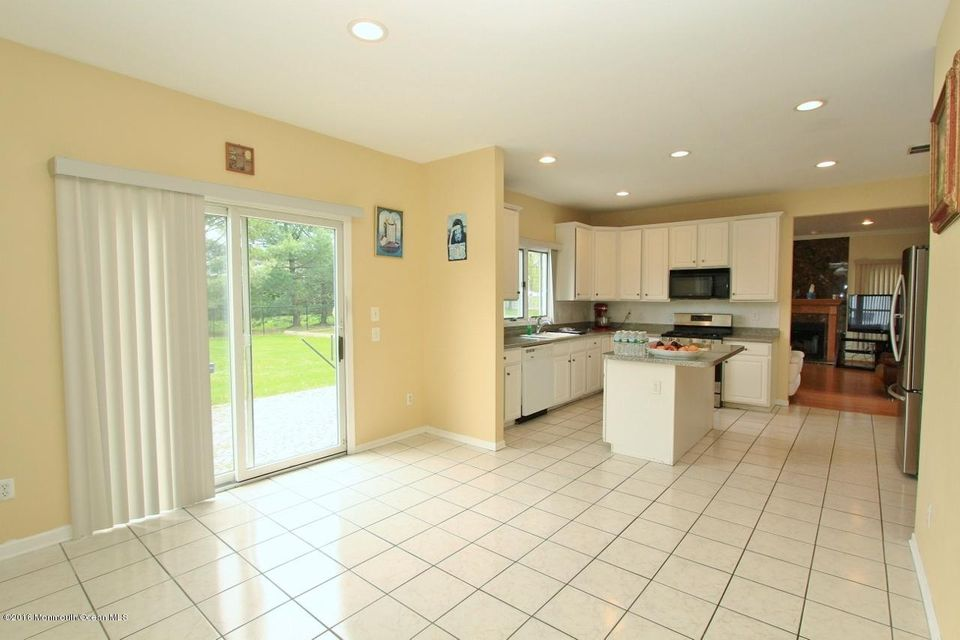 Additional photo for property listing at 94 Pease Road  Manalapan, Nueva Jersey 07726 Estados Unidos
