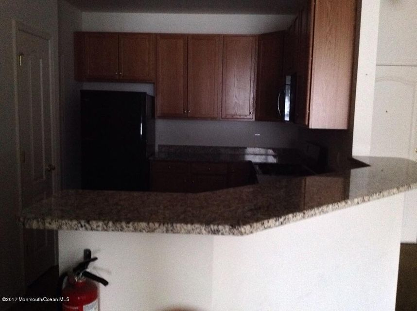 Additional photo for property listing at 33 Azalea Drive  Old Bridge, New Jersey 08857 États-Unis