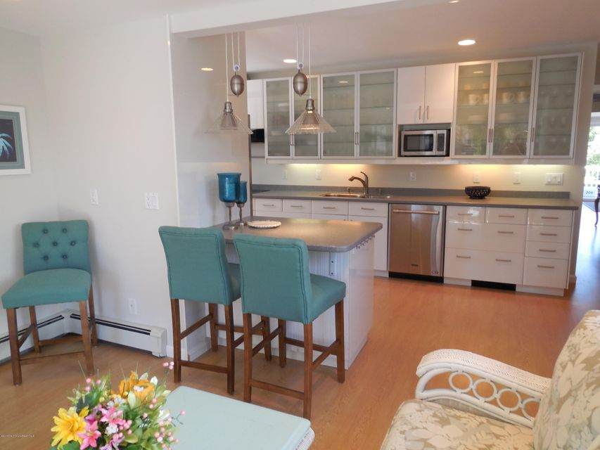 Additional photo for property listing at 206 Forman Avenue  Point Pleasant Beach, New Jersey 08742 États-Unis