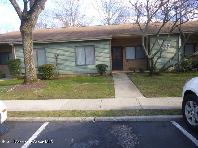 独户住宅 为 销售 在 222 B Medford Court 纳拉潘市, 新泽西州 07726 美国