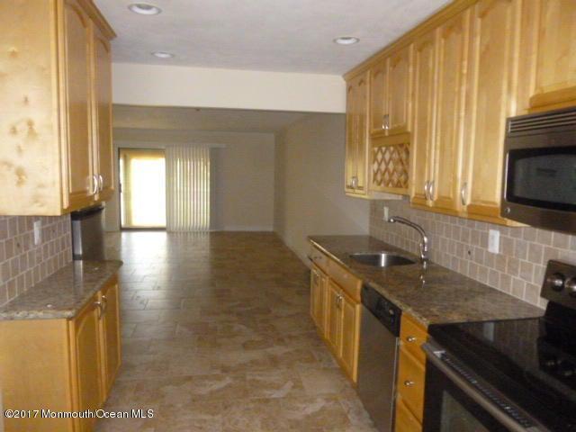 Additional photo for property listing at 222 B Medford Court  纳拉潘市, 新泽西州 07726 美国