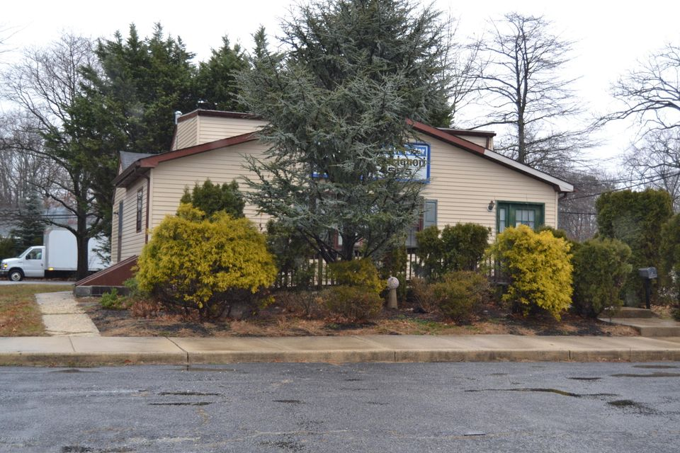 Additional photo for property listing at 3701 Us Highway 9 3701 Us Highway 9 Howell, Nueva Jersey 07731 Estados Unidos